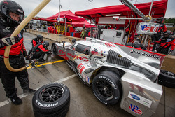 Pit stop for #0 DeltaWing Racing Cars DeltaWing DWC13 Elan: Andy Meyrick, Katherine Legge