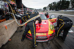 Pit stop #31 NGT Motorsport Porsche 911 GT3 Cup: Nicolas Armindo, Christina Nielsen, Angel Andres Benitez