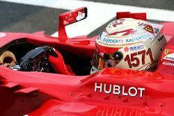 Фернандо Алонсо, Ferrari F138, із шоломом на честь завоювання рекордної кількості очок у Ф1
