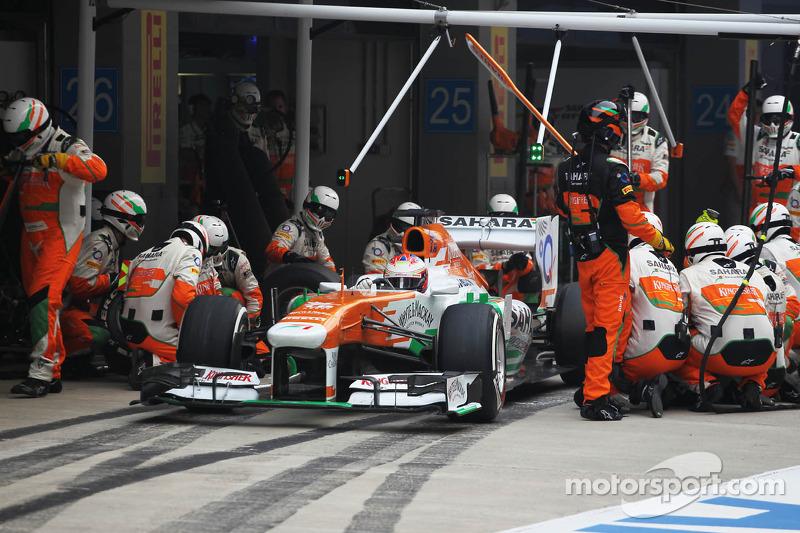 Paul di Resta, Sahara Force India VJM06 makes a pit stop