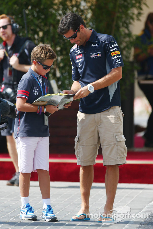 Mark Webber, Red Bull Racing signeert voor de fans