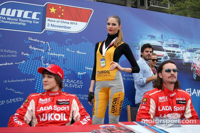 (L-D) Mikhail Kozlovskiy, LADA Granta, LADA Sport Lukoil en James Thompson, Lada Granta, LADA Sport