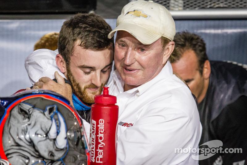 Championship victory lane: NASCAR Nationwide Series 2013 kampioen Austin Dillon viert feest met Richard Childress
