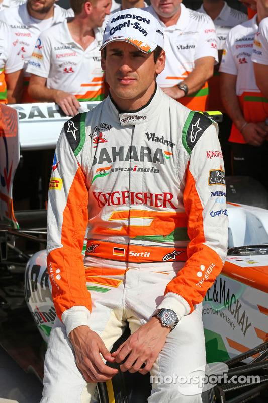 Adrian Sutil, Sahara Force India F1, na sessão de fotos da equipe