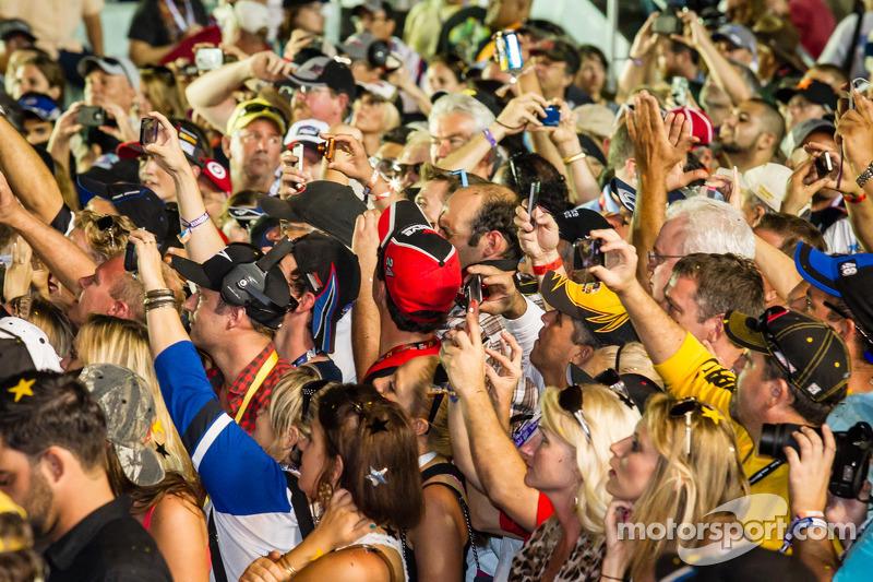 Championship victory lane: fans bekijken het feest