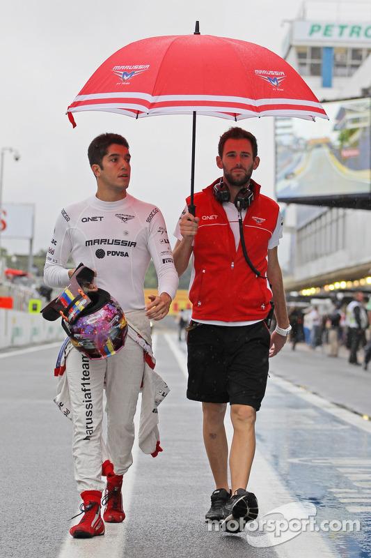Rodolfo Gonzalez, piloto reserva da Marussia F1 Team, e Sam Village, Marussia F1 Team