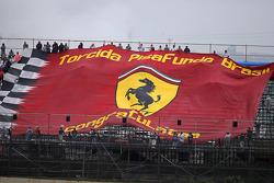 Een grote banner van de Ferrari-fans