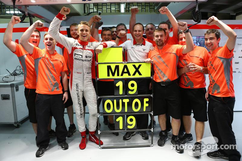 Max Chilton, Marussia F1 Team MR02 celebrates a 100% finishing record with the team