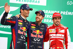 O pódio: Mark Webber, Red Bull Racing, segundo; Sebastian Vettel, Red Bull Racing, vencedor; Fernando Alonso, Ferrari, terceiro