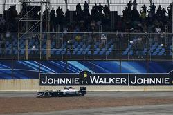 Valtteri Bottas, Williams FW35 fora da corrida após colidir com Lewis Hamilton, Mercedes AMG F1 W04