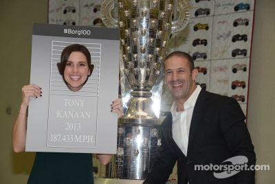 El parecido de Tony Kanaan en the Borg-Warner Trophy