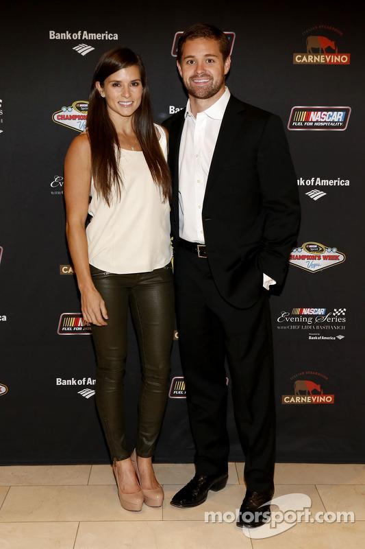 Danica Patrick y Ricky Stenhouse Jr. en NASCAR Serie de noche