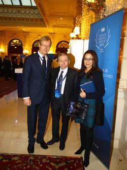 (L naar R): Ari Vatanen, voormalig wereldkampioen rally met Jean Todt, FIA President en zijn vrouw Michelle Yeoh