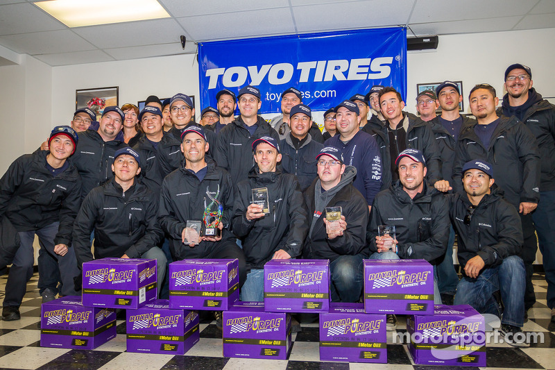 Klasse-winnaars #27 Honda Research West 1 Acura ILX: Sage Marie, Scott Nicol, Lee Niffenegger, Matth