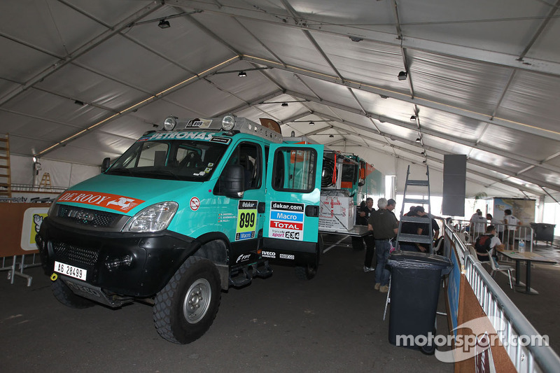De Rooy support vehicle