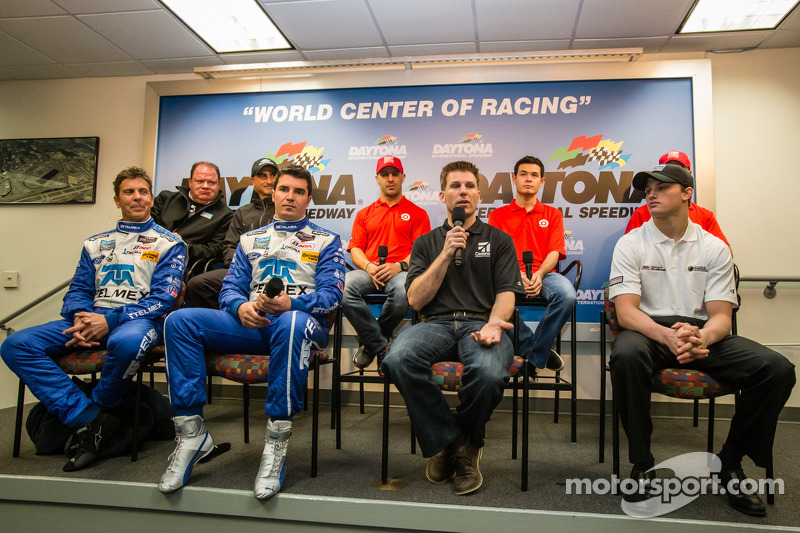 Chip Ganassi Racing Basın konferansı: Chip Ganassi, Jamie Allison Ford Racing, Tony Kanaan, Kyle Lar