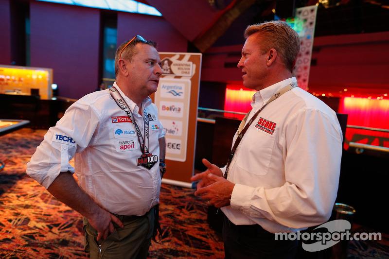 Etienne Lavigne, yarış direktörü ve Roger Norman, SCORE uluslararası direktörü