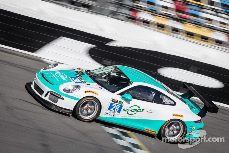 #28 邓普希 Racing 保时捷 911 GT America: 克里斯蒂安·恩格尔哈特, 罗尔夫·伊奈兴, 兰斯·威尔西, 克劳斯·巴赫勒, 弗朗兹·康拉德