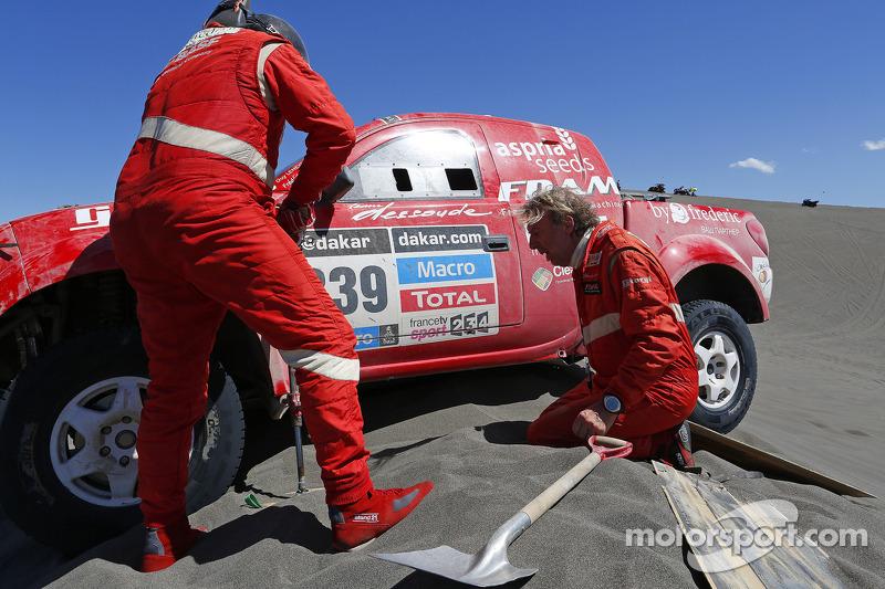 #339 Nissan Dessoude: Frédéric Chavigny, Guy Leneveu