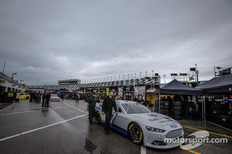 Ricky Stenhouse Jr., Roush Fenway Racing Ford teknik inceleme yolunda