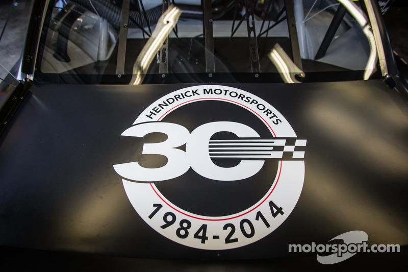 Hendrick Motorsports Chevrolet simoblo 30 ° anniversario nell-auto di Dale Earnhardt Jr., Hendrick Motorsports Chevrolet