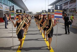 The lovely Dunlop Dubai girls