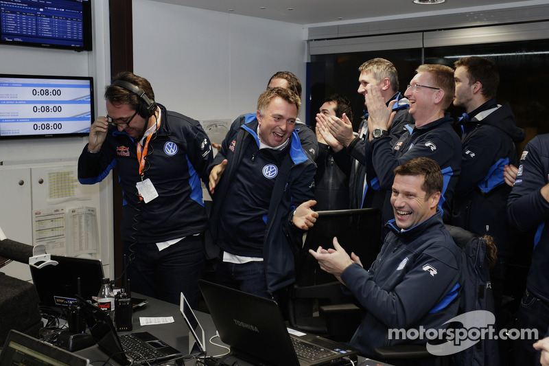 Il team Volkswagen Motorsport festeggia