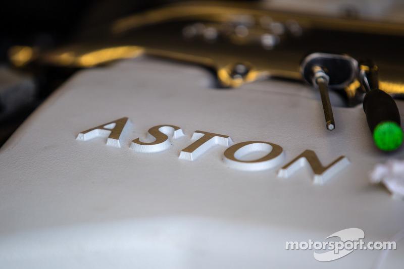 TRG-AMR Aston Martin V12 Vantage motore dettaglio