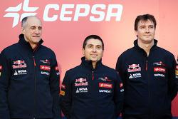(Da sinistra a destra): Franz Tost, Scuderia Toro Rosso Team Principal; Luca Furbatto, Scuderia Toro Rosso Capo Progettista e James Key, Direttore Tecnico Scuderia Toro Rosso alla presentazione della Scuderia Toro Rosso STR9