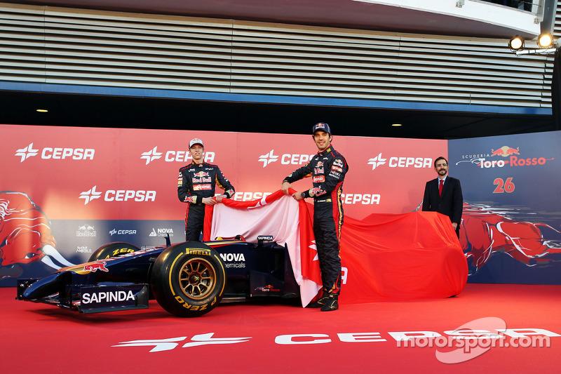 (Da sinistra a destra): Daniil Kvyat, Scuderia Toro Rosso e il compagno di squadra Jean-Eric Vergne,