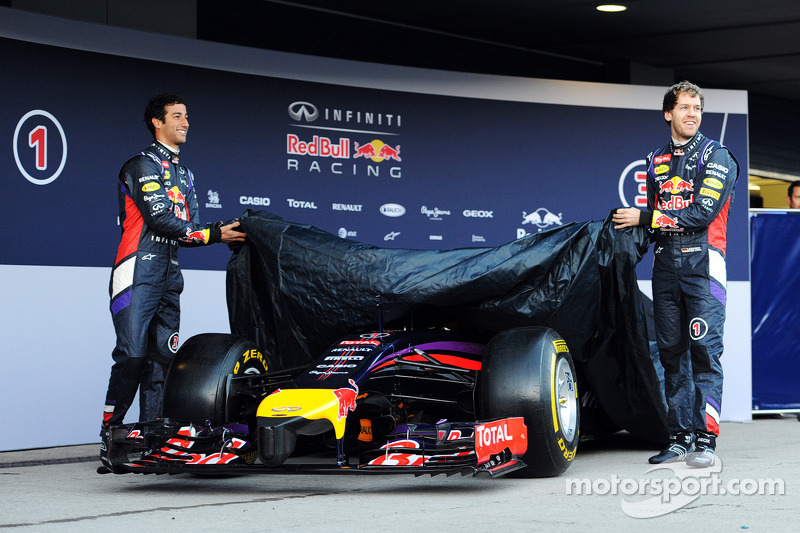(L to R): Daniel Ricciardo, Red Bull Racing and team mate Sebastian Vettel, Red Bull Racing unveil t