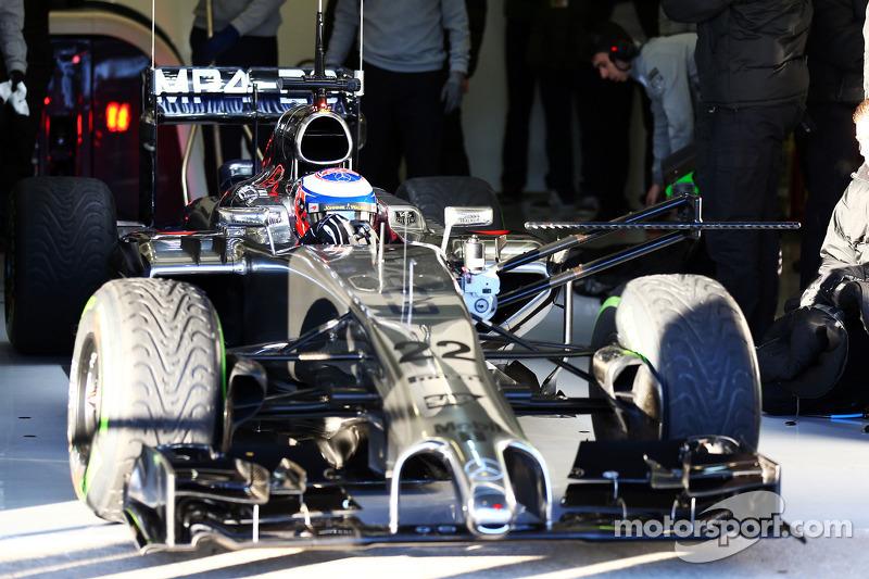 Jenson Button, McLaren MP4-29 lascia i box con i sensori di velocità