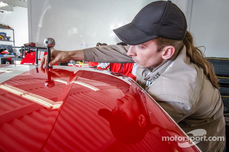 Installazione della camera 360 Motorsport.com sulla # 63 Scuderia Corsa Ferrari 458 Italia