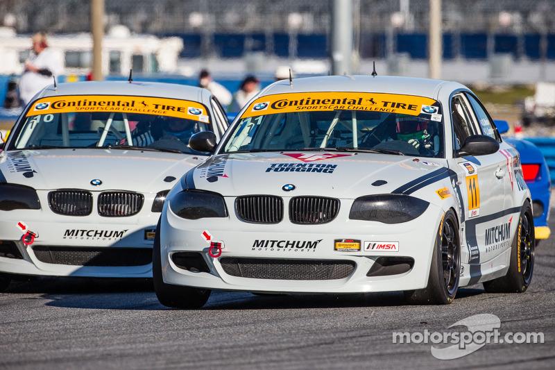 #11 Mitchum Motorsports BMW 128i: Pete McIntosh, Michael Johnson e #10 Mitchum Motorsports BMW 128i: