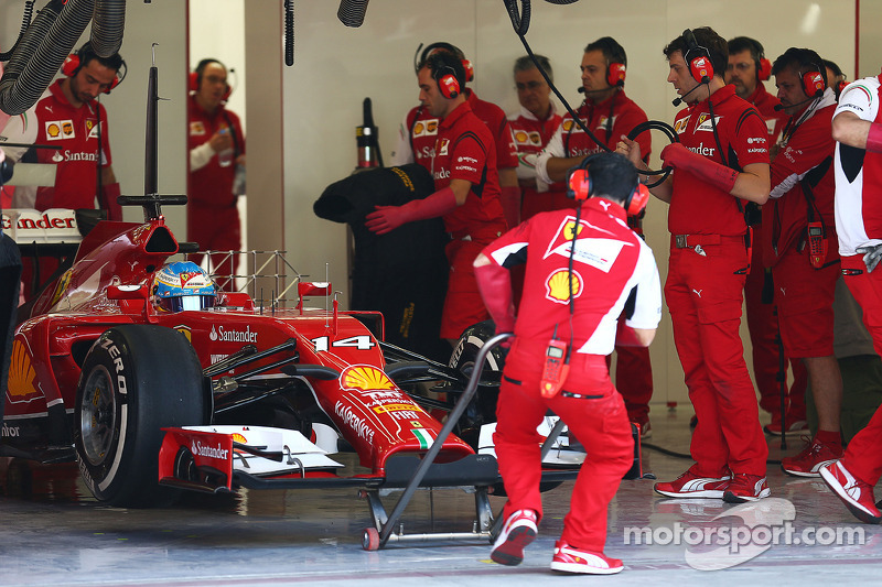 Fernando Alonso, Ferrari F14-T leaves the pits