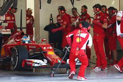 Fernando Alonso, Ferrari F14-T abandona los pits