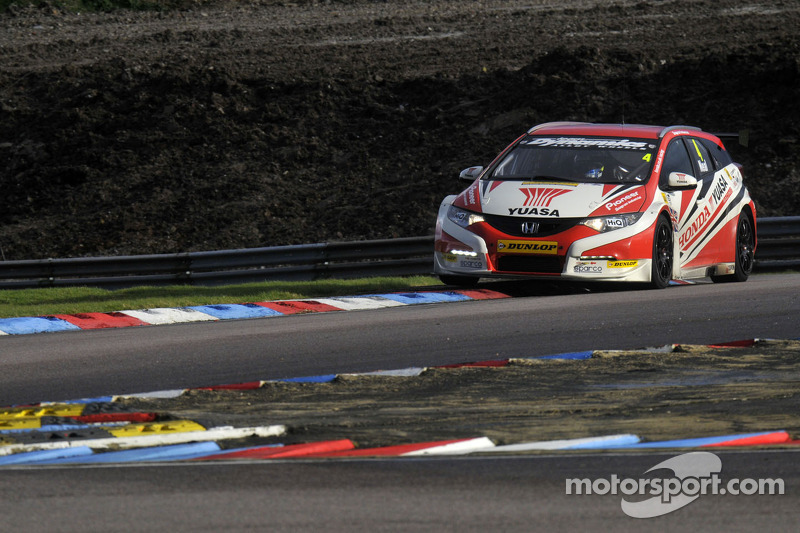 Gordon Shedden nella Honda Civic Tourer di Matt Neals
