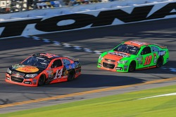 Tony Stewart, Stewart-Haas Racing Chevrolet and Danica Patrick, Stewart-Haas Racing Chevrolet