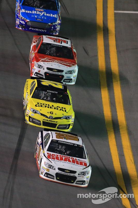 Dale Earnhardt Jr., Hendrick Motorsports Chevrolet lidera