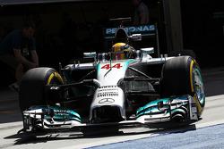 Lewis Hamilton, Mercedes AMG F1 W05 deja los pits