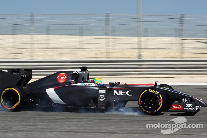 Esteban Gutierrez, Sauber C33 frenleme altında lastiklerini kilitliyor