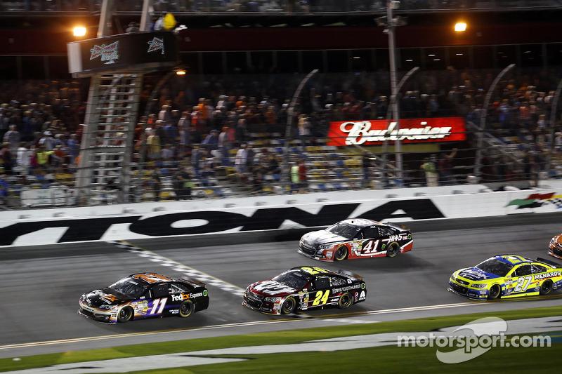 Denny Hamlin, Joe Gibbs Racing Toyota galibiyete ulaşıyor
