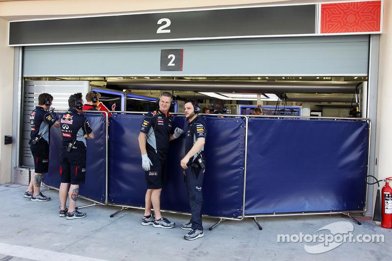 Red Bull Racing garajı korunuyor