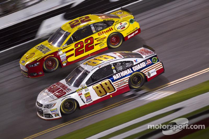 Dale Earnhardt Jr., Hendrick Motorsports Chevrolet ve Joey Logano, Penske Ford Takımı