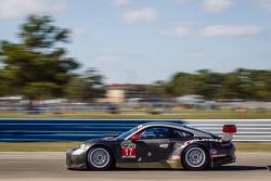 #17 Team Falken Tire 保时捷 911 RSR: 沃尔夫·亨泽尔, 布莱恩·塞勒斯, 马可·霍尔泽