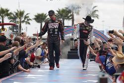 Martin Truex Jr., Furniture Row Racing Chevrolet ve Austin Dillon, Richard Childress Racing Chevrolet