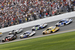 Yarış heyecanı, Alex Bowman, BK Racing Toyota, Brian Vickers, Michael Waltrip Racing Toyota, Kyle Busch, Joe Gibbs Racing Toyota, Carl Edwards, Roush Fenway Racing Ford