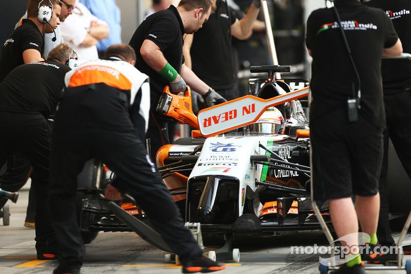 Sergio Perez, Sahara Force India F1 VJM07 en pits