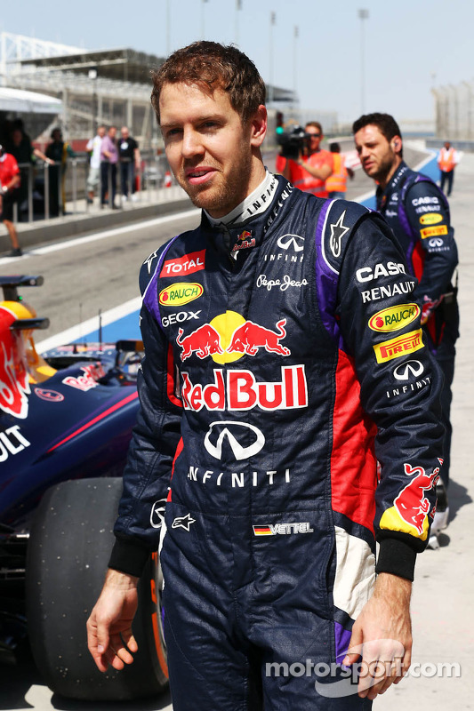 Sebastian Vettel, Red Bull Racing depois de a Red Bull Racing RB10 parar no fim do pit