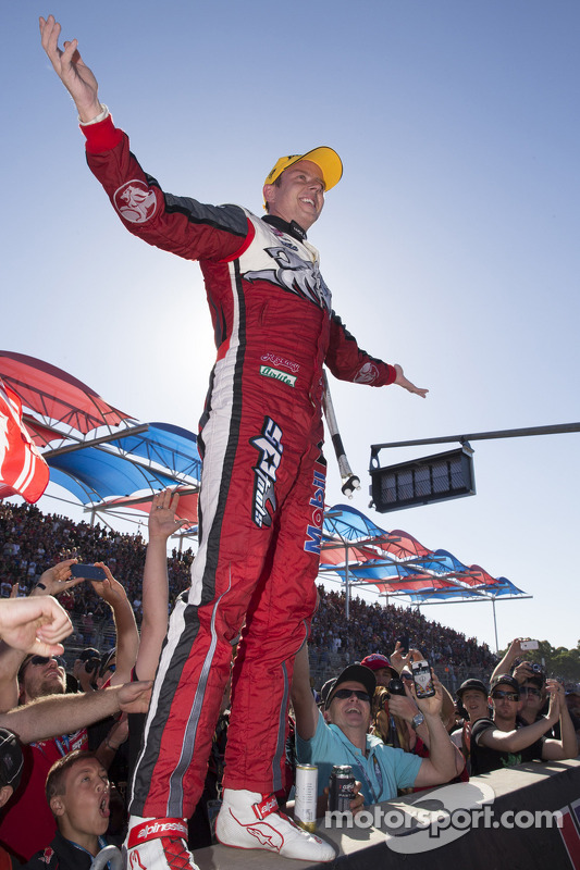 Vencedor da corrida James Courtney, Holden Racing Team